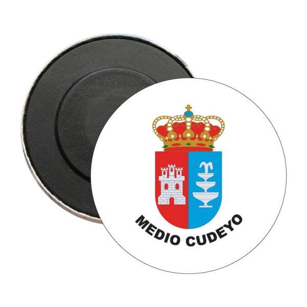 iman redondo escudo heraldico medio cuyedo